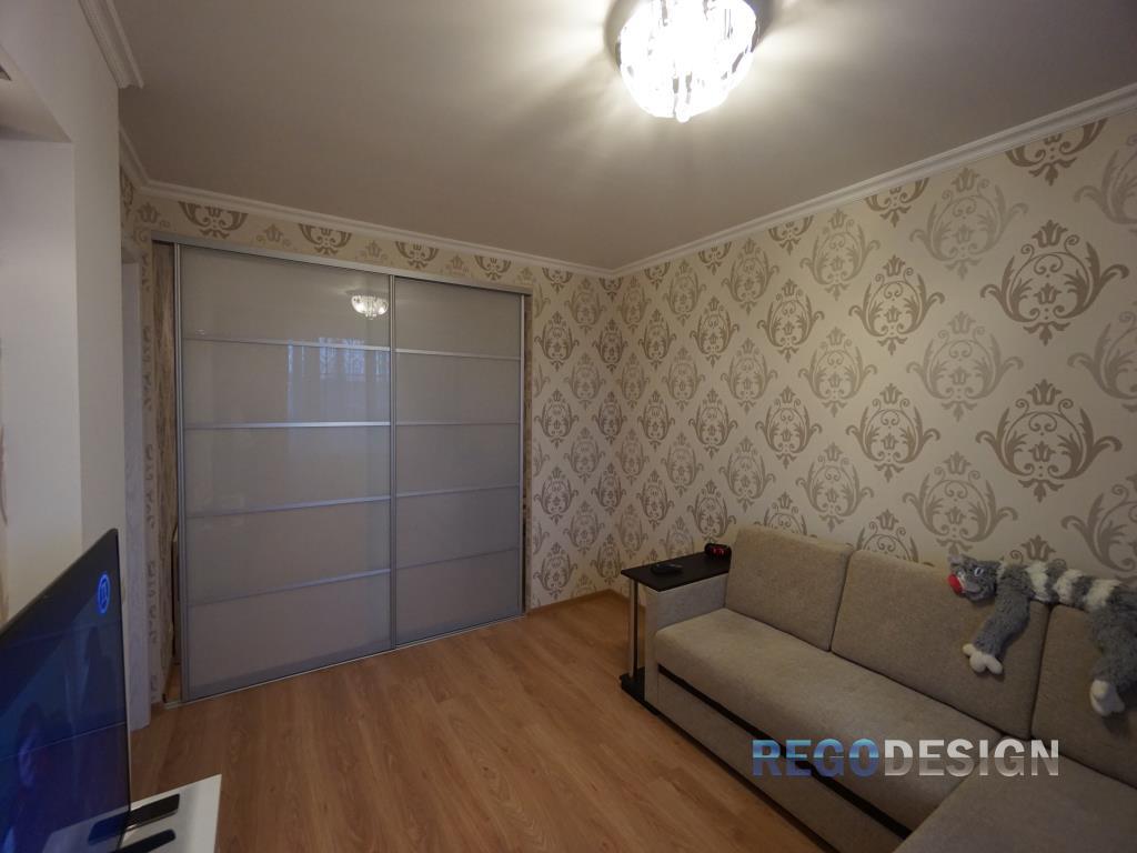 Шкафы-купе в зал: фото на всю стену, дизайн интерьера, квартира ... | 768x1024